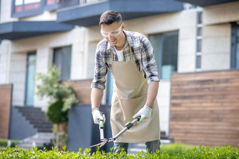 Proč nosit ochranné pomůcky i doma a na zahradě?