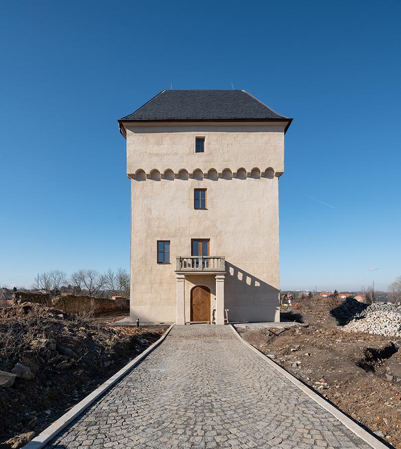Historická tvrz v Nových Královicích se dočkala rekonstrukce.