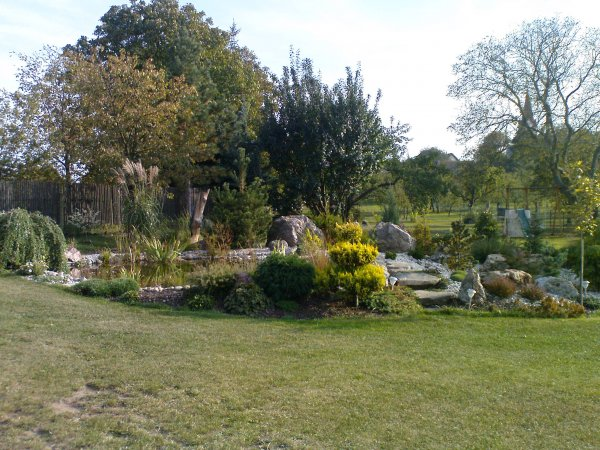 jezírko a zahrada