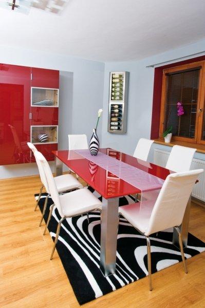 Náš nový jídelní kout - židle a stoly