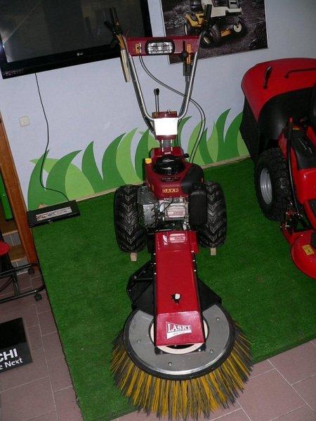 Malotraktor   kartáč