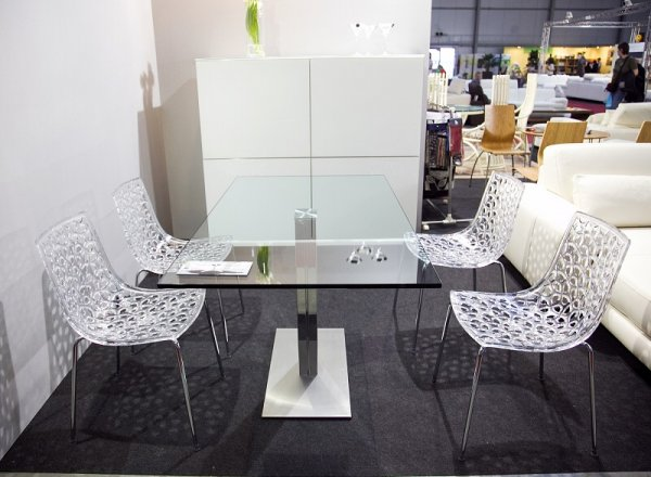 Jídelní stůl - moderní
