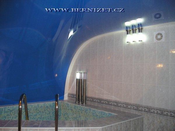 Napínané strop v bazéne